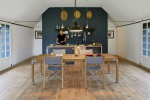 banner meja dapur kayu