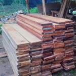 banner kayu mahoni
