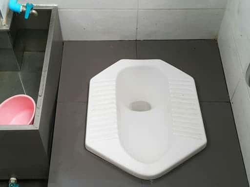desain kamar mandi ukuran 1x1 kloset jongkok
