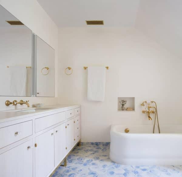 keramik kamar mandi elegan bermotif